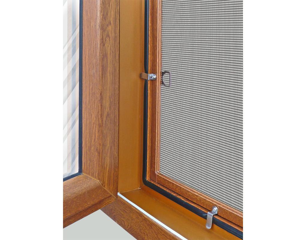 Способы крепления москитной сетки на деревянные окна.